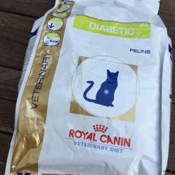Nous avons tellement besoin de croquettes pour chats diabétiques ! Notre fidèle Gaëlle a encore une fois répondu à notre appel à l'aide en nous offrant ce super sac. ❤