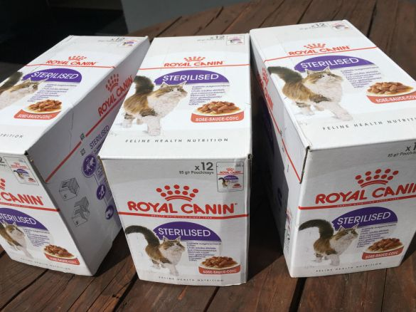 Ces belles boites de pâté sont arrivées dans une commande Zooplus sans nom. Si vous êtes le donateur, SVP laissez-nous un petit mot (animauxseniors@yahoo.com), on aimerait vous remercier personnellement ! Merci ❤